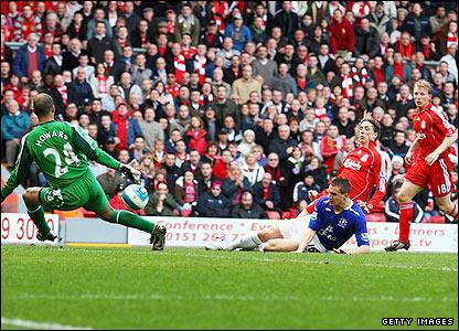 Torres scores in his first Derby