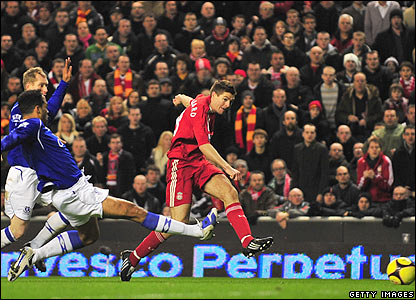 Gerrard scores against Everton in the FA Cup